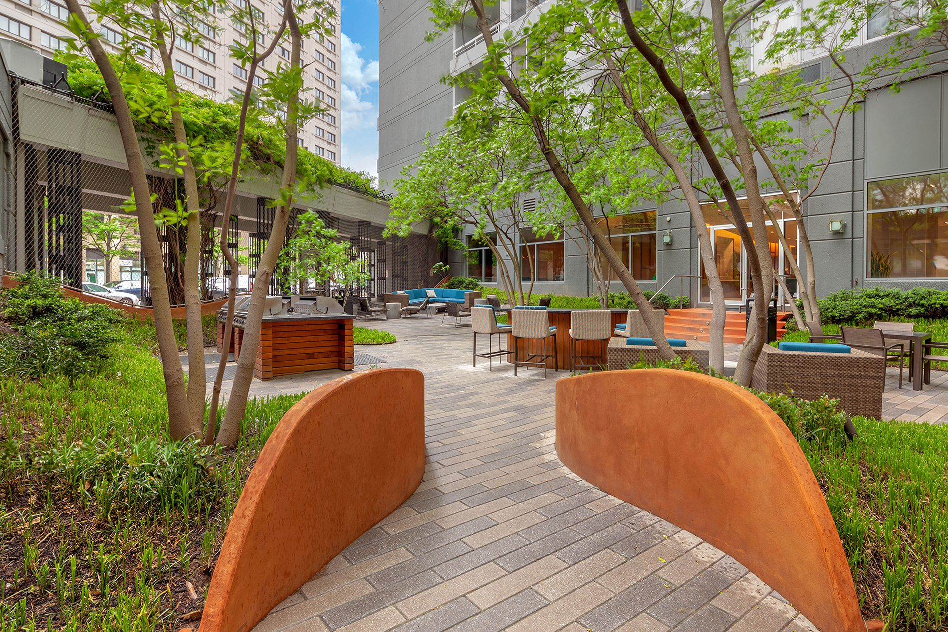 Outdoor courtyard of an apartment building