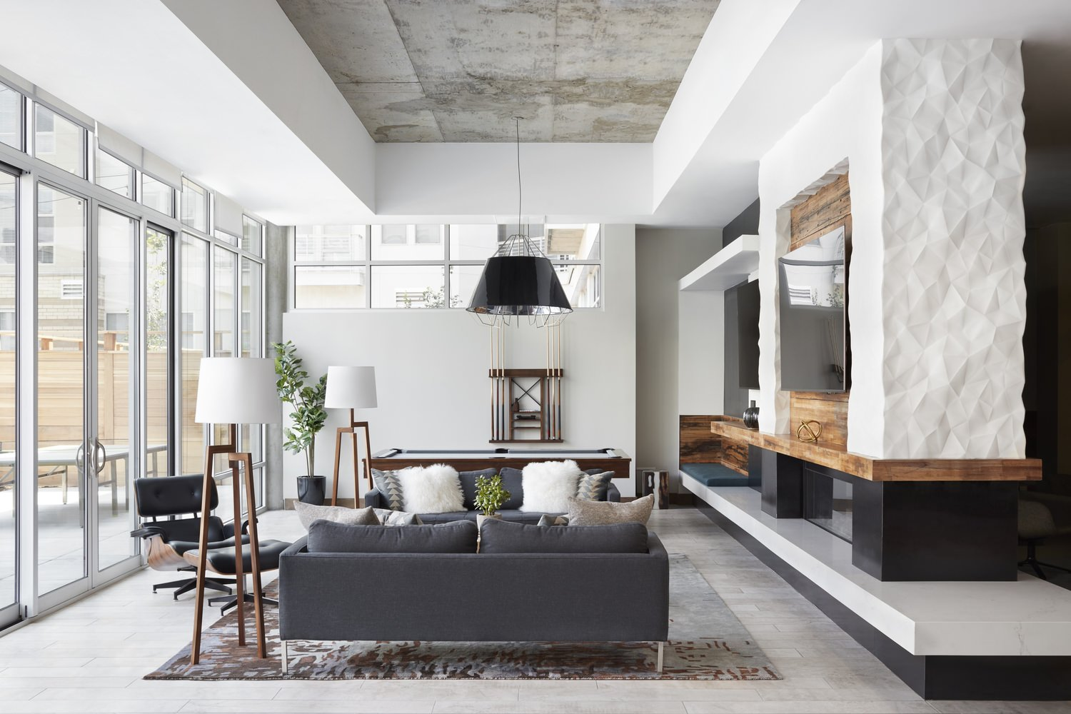A living room that has a white ceiling and walls with furniture that has different colors.